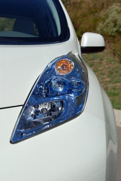 Las luces delanteras adoptaron esta extraña forma para ofrecer menor res...
