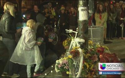 Emotiva vigilia en memoria de ciclista atropellada en Roscoe Village