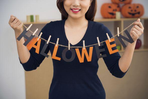 Letras de Halloween. Una idea muy simple es confeccionar una guirnalda t...