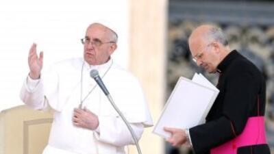 Alfred Xuereb es el secretario personal del Papa, quien ha emprendido im...