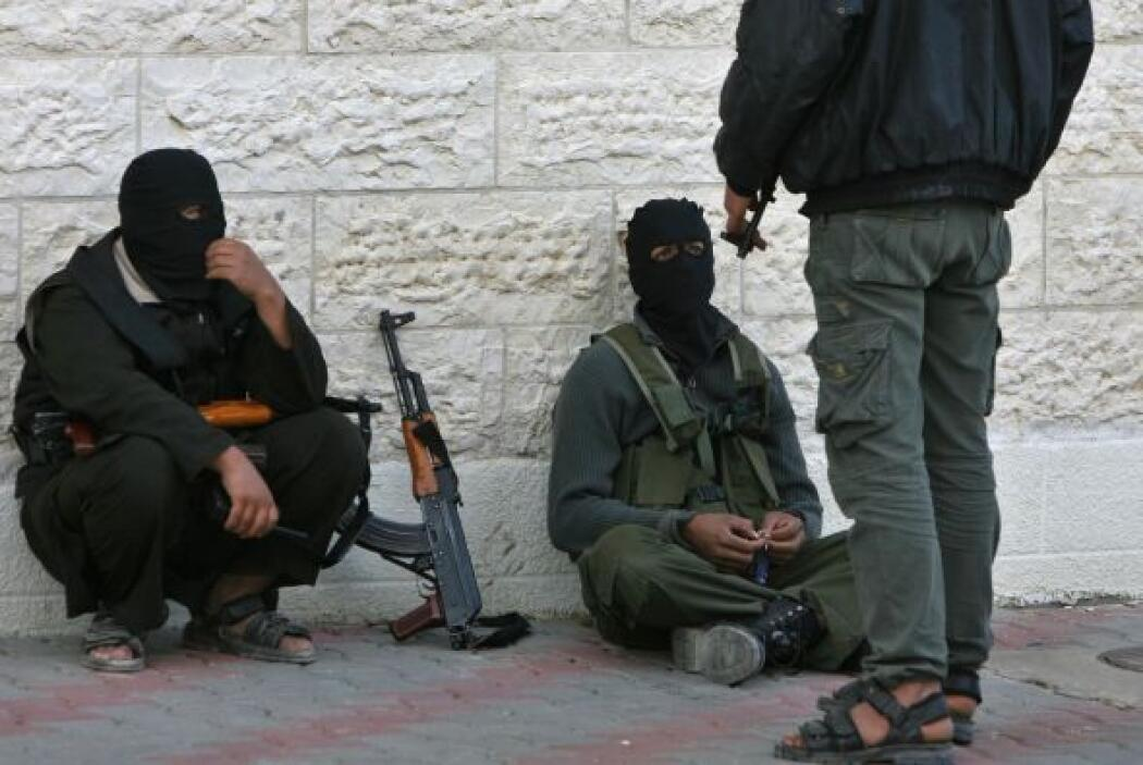 2. El ex presidente George W. Bush declaró la guerra contra el terrorism...