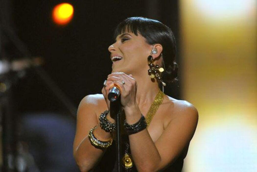 El tema pertenece al primer álbum en español de Nelly titulado 'Mi Plan'.