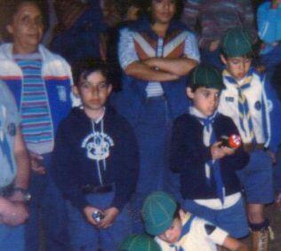 El chico que está a la derecha de esta foto es Daniel Guerra, Estampita.