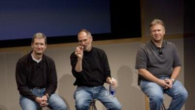Tim Cook, Steve Jobs yPhil Schiller.