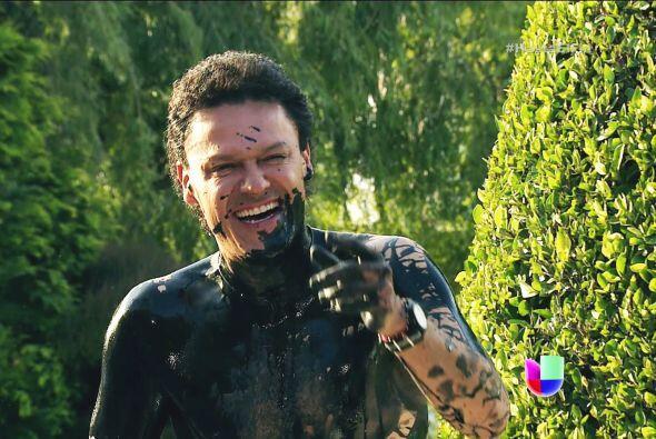 ¡Ahhhh! Fue Salvador. ¿Pues qué te pasó Chava? Quedaste manchado de aceite.