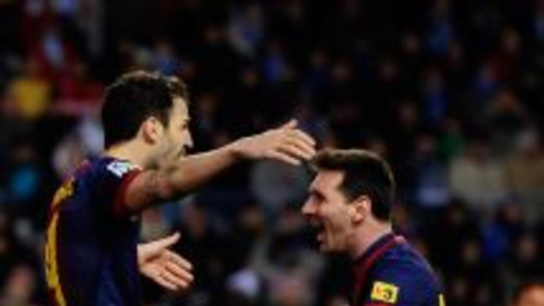 Lionel Messi anotó un gol y dio un pase perfecto para Fábregas en el seg...