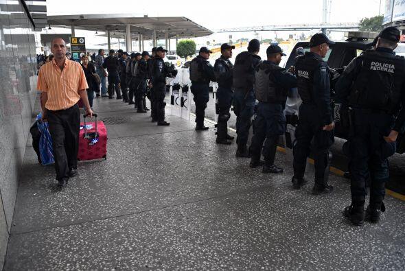 Los manifestantes habían llamado al bloqueo de la instalación aérea, y a...