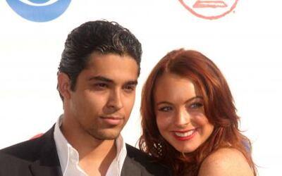 Wilmer Valderrama y Lindsay Lohan aparecieron así en el 2004.