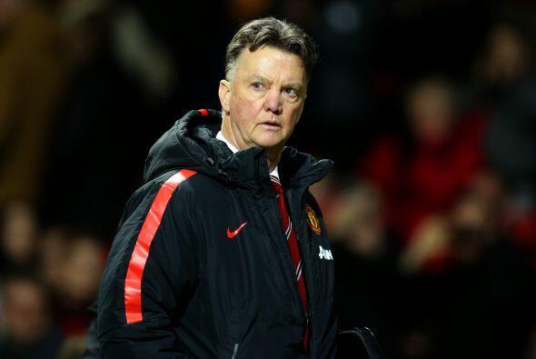 Tras recibir el gol Louis Van Gaal intentó reaccionar con cambios en la...