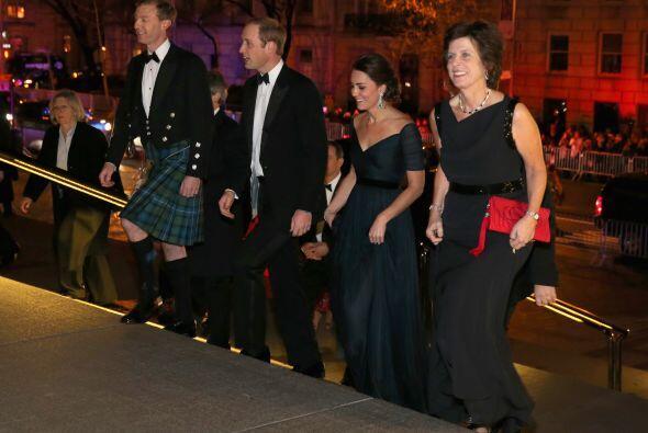 La pareja real británica acudió a una cena benéfica que conmemoró el 600...