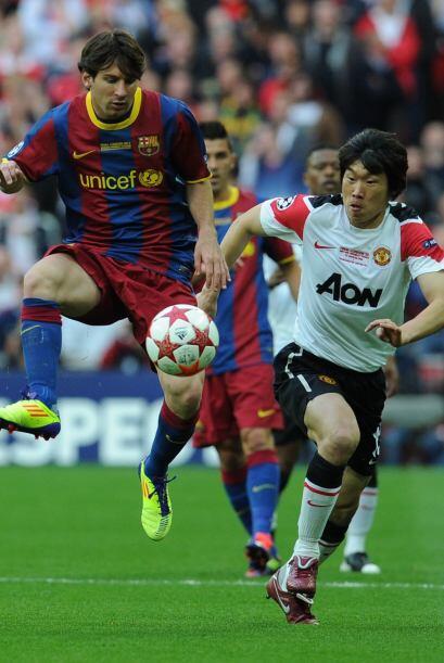 Por el lado del Barcelona, Messi fue de lo más activo en los prim...