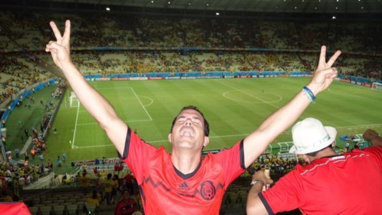 El conductor durante el partido de México contra Brasil.