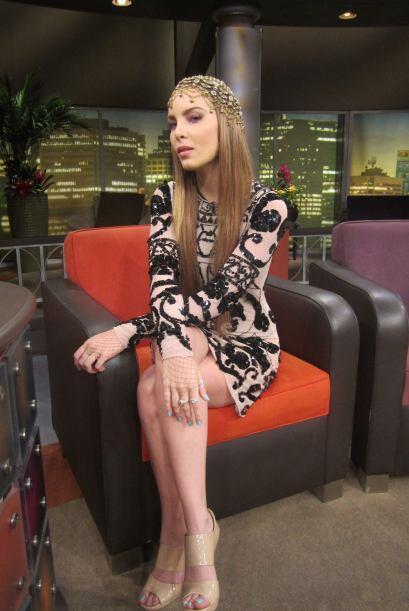 La cantante llega muy elegante y con el estilo propio de Belinda para ha...