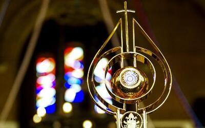 Vaticano se defendió por no haber juzgado a curas pederasta