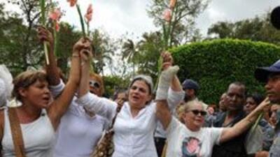 Gloria y Emilio Estefan apoyan a Damas de Blanco fa3ea9c3d84f42dfaee434d...