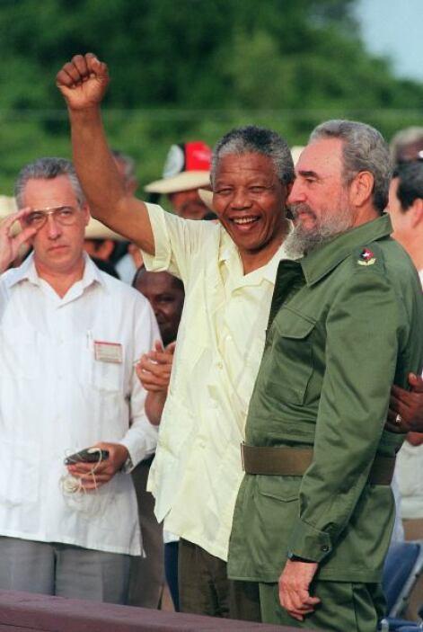 Cuando Mandela llegó a Cuba en 1991, los cubanos fueron convocados a las...