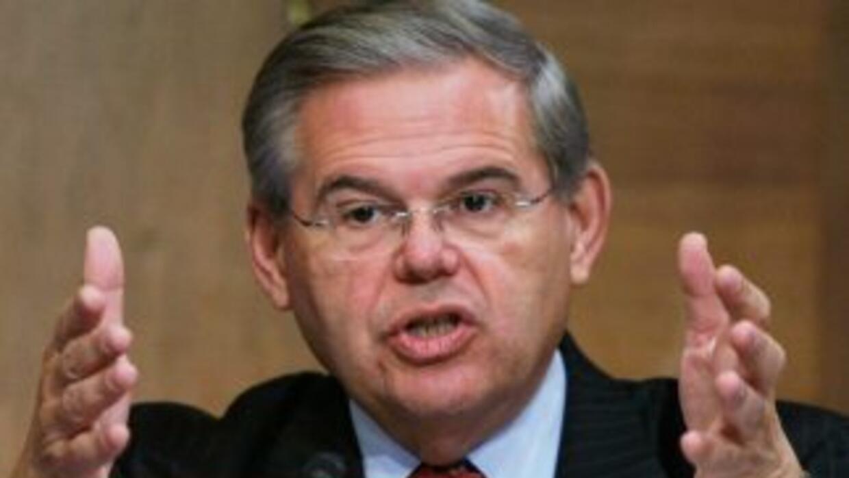 A finales de seotiembre el Senador Bob Menéndez entregó al Congreso, jun...