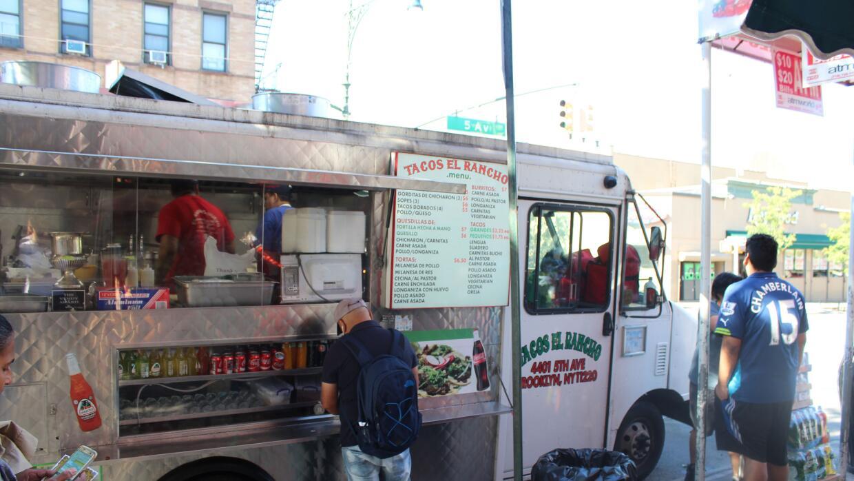 """El """"sabor tropical"""" de los tacos al pastor del negocio Tacos E..."""
