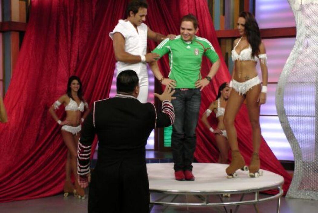 Aunque no muy convencido, El Dasa participó del espectáculo.