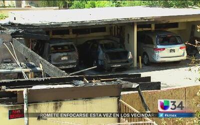 Voraz incendio destruye varios vehículos