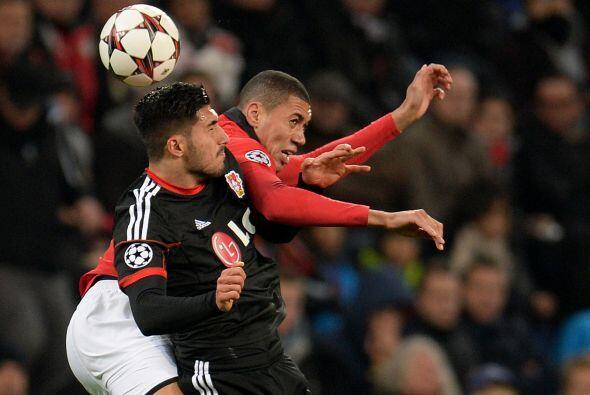 El Manchester United jugaba ante el Bayer Leverkusen en suelo alem&aacut...