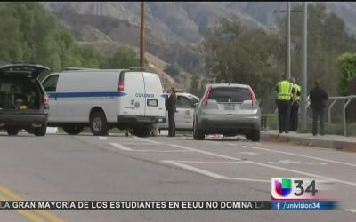 Hombre muere atropellado mientras arreglaba su camioneta en Sylmar