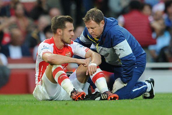 ¿Aaron Ramsey le estará revelando a este empleado del Arsenal quien será...