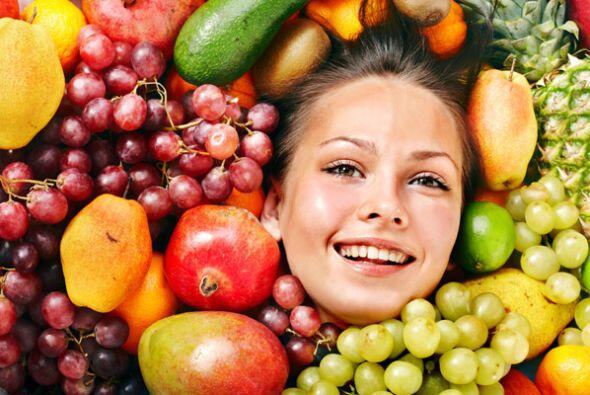 El consumo de frutas como las manzanas, naranjas, piñas y papayas...