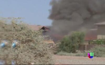 Un avión militar se desplomó en una zona residencial en California