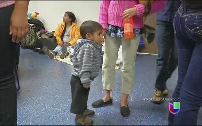 Abogados trabaja contra reloj para evitar deportaciones de decenas de ma...