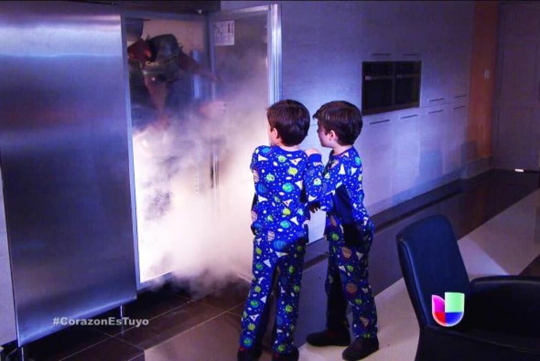 ¿Qué es eso? ¡Corran! Es el monstruo del refrigerador.