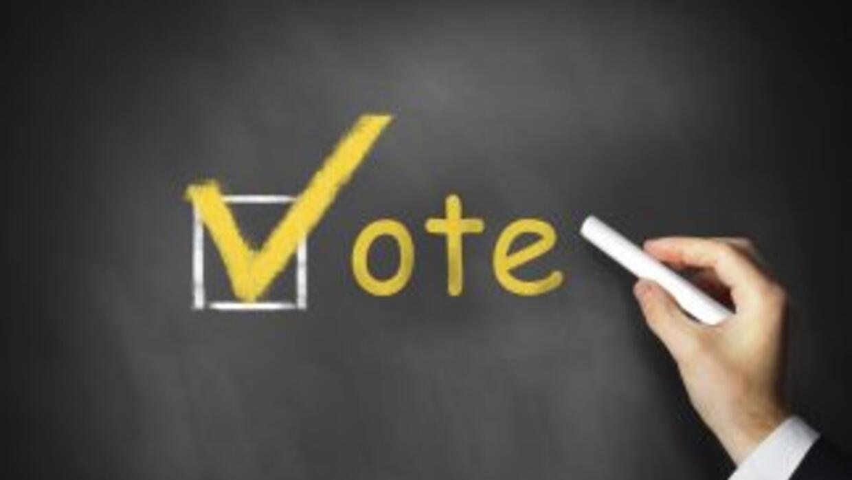 25 colegios electorales de Miami-Dade abrieron sus puertas para que los...