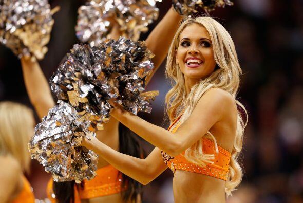 Las porristas de la NBA no sólo animan a sus jugadores sino al estadio c...