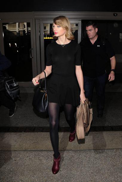 ¡Taylor Swift sabe que el rojo es pasión, por ello no pierd...