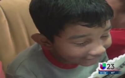 Cuba: Niño ciego recibe una grata sorpresa