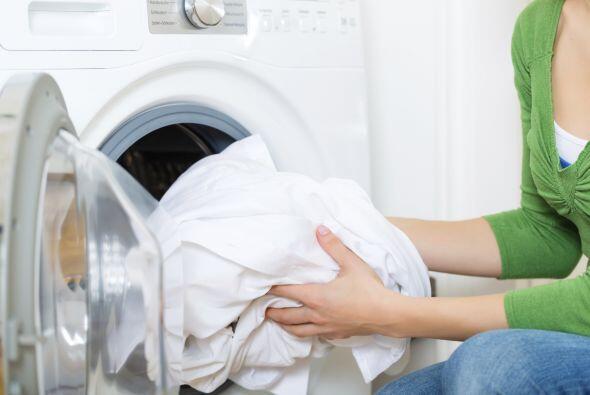 Al lavarlas, procura usar agua caliente y un detergente suave para m&aac...