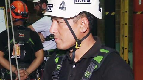 El bombero peruano que rescató a un sobreviviente de la tragedia del Cha...