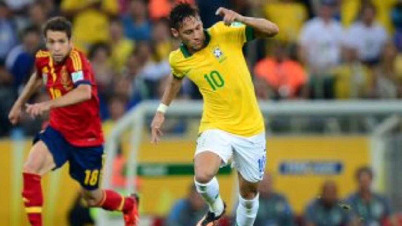 Los barcelonistas Alba y Neymar, que apenas se enfrentaban en la final d...