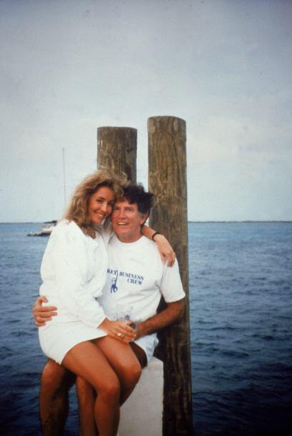 La foto mostraba a Hart, un hombre de familia y casado, junto a una herm...