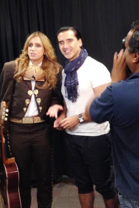 Ya sin el bigote, Lili le hizo una entrevista exclusiva a Alejandro.
