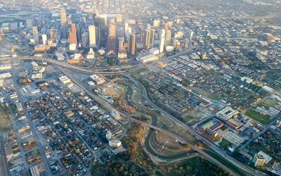 El éxito económico y la diversidad han llegado a Houston, pero la ciudad...