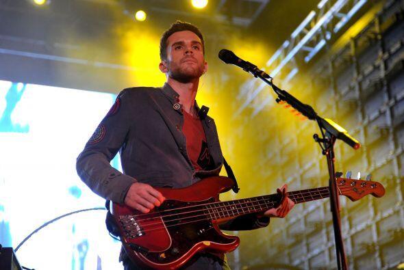 Guy Berryman es bajista de Coldplay.  Mira aquí los videos m&aacu...
