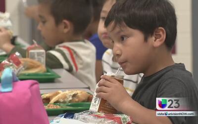Distrito escolar de Garland tiene una nueva estrategia para ofrecer almu...