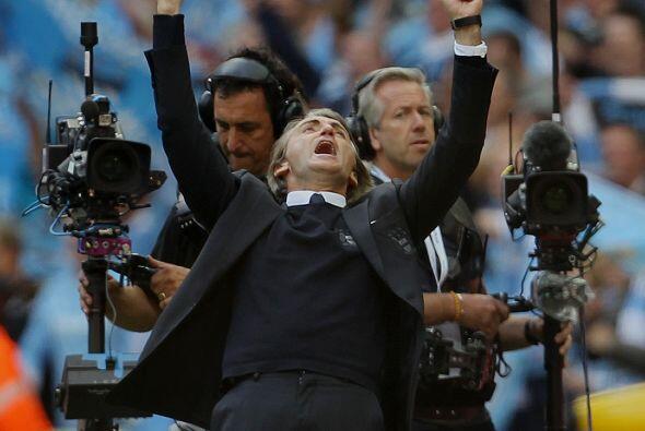 Mancini celebró el triunfo del City en la Copa, y los camarógrafos no qu...
