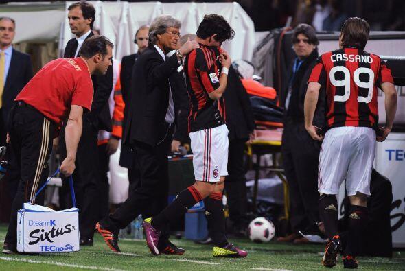 Cuando se terminaba el primer tiempo se lesionó el brasileño Alexandre P...