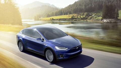 Tesla Model X, similar al vehículo protagonista del afortunado ep...