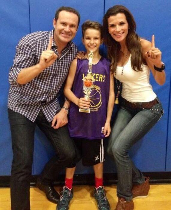 """""""We are the champions!! Alex felicidades eres un campeón de Basketball!!..."""