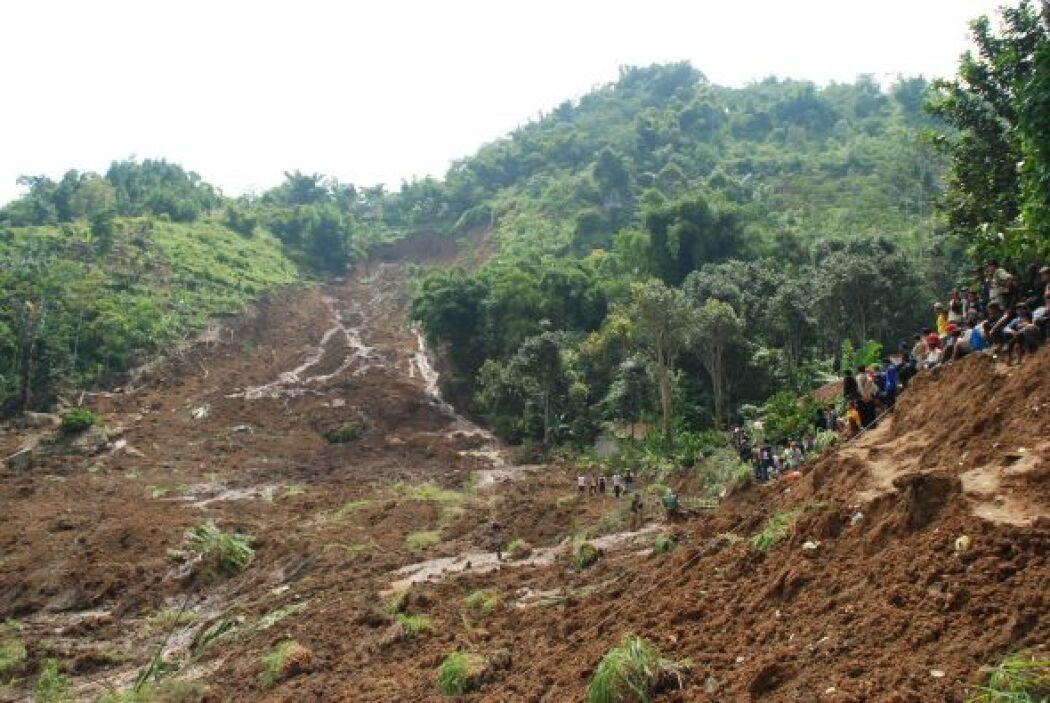 Nueve casas fueron enterradas por el lodo procedente de las colinas cerc...