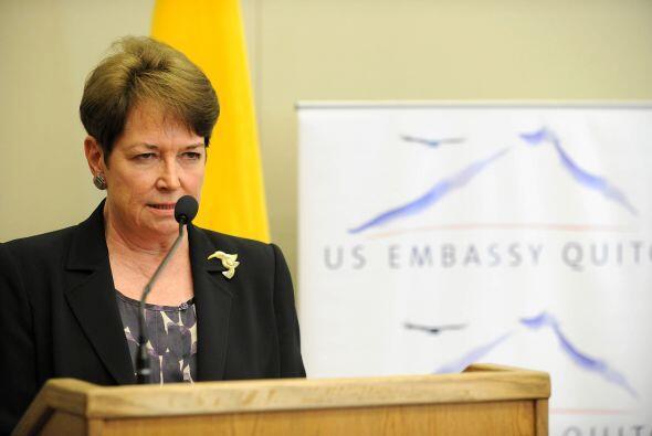 La ex embajadora de Estados Unidos en Quito se negó a dar explicaciones...