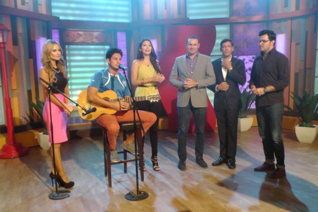 El cantante salvadoreño, Neda, cantó el tema titulado 'Niños de la front...